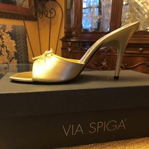 NIB VIA SPIGA GOLD LEATHER HEELS 9